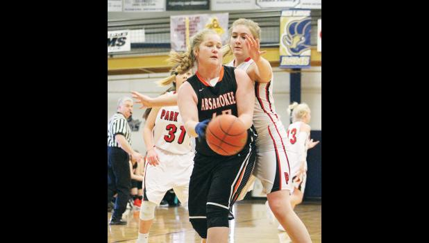 Husky Lexi Feddes is guarded by Panther Alyx Grabowska.
